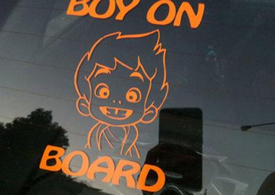 Αγόρι στο αμάξι